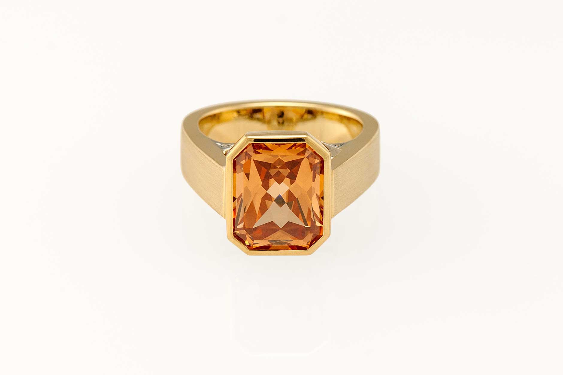 Custom 18k Yellow & 19k White Gold Two Tone Garnet Ring - NÉWA Goldsmith