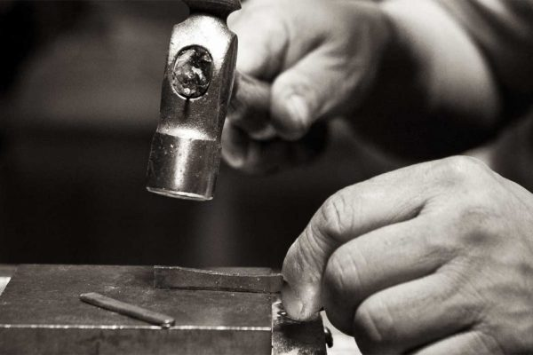 hammering-19k-white-gold-plate-1280x802-1024x642